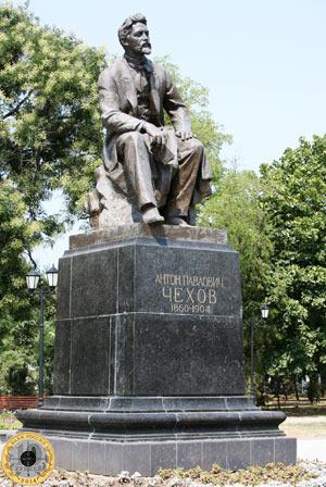 Фотография памятника Антону Павловичу Чехову в городе Таганроге