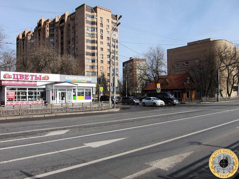 Вид на пересечение Ильинского шоссе и Вокзальной улицы  в городе Красногорске Московской области весной 2017 года