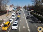 Вид на Ильинское шоссе из надземного пешеходного перехода в районе пересечения с Заводской улицей в Красногорске. Снято 30 апредя 2017 года.