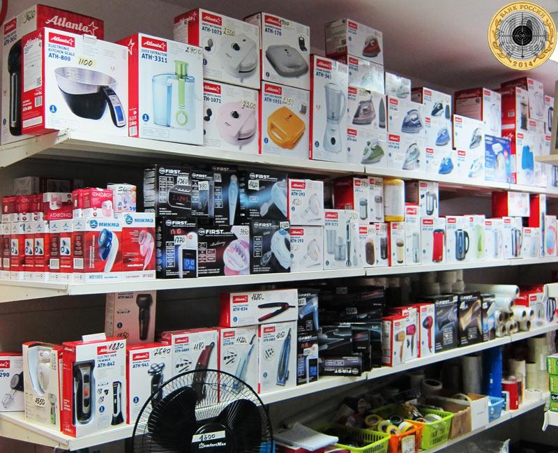 Магазин «Все для дома» на улице Брусилова - Бытовая техника на большой витрине магазина