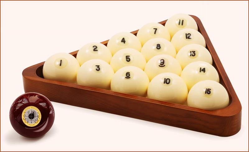 Бильярдные шары - один и пятнадцать. Это два треугольных числа.