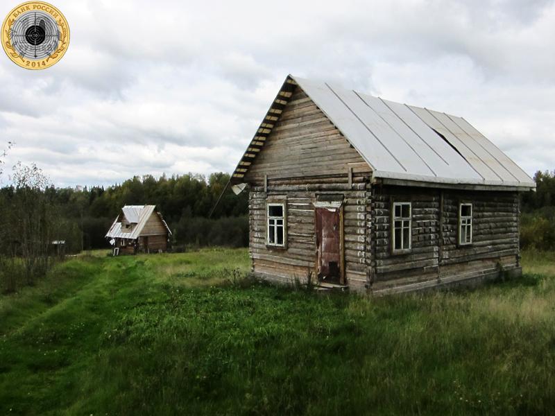 Золево. Новые деревянные дома расположились за околицей со стороны реки Большой Сестры.