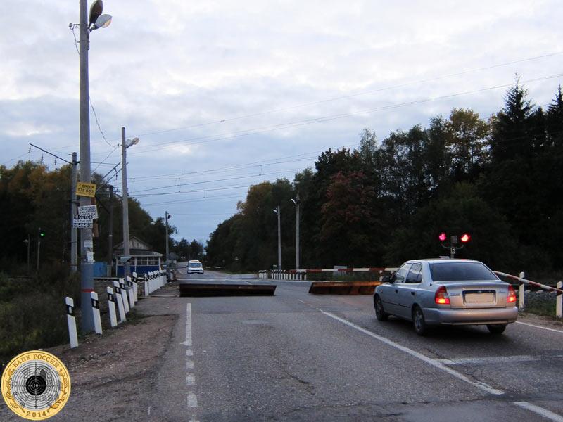 Железнодорожный переезд перед деревней Анино