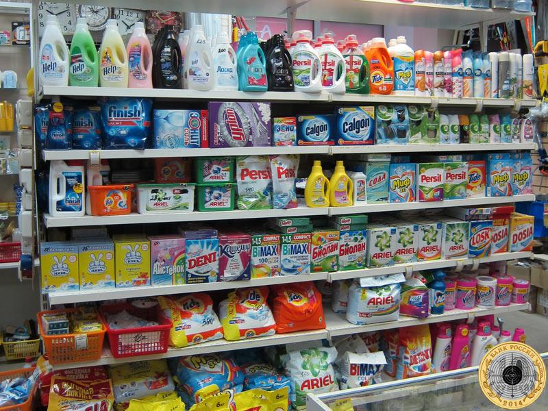 Магазин «Все для дома» - витрина с моющими средствами