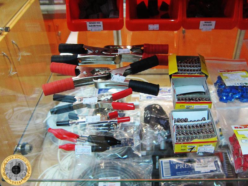 Предохранители на витрине магазина, цена 10 рублей