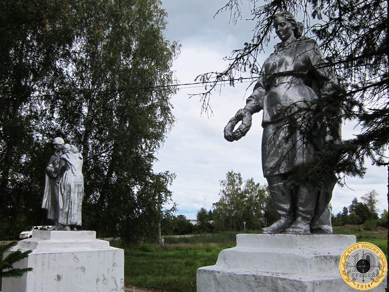 Памятник у дороги перед Лотошино
