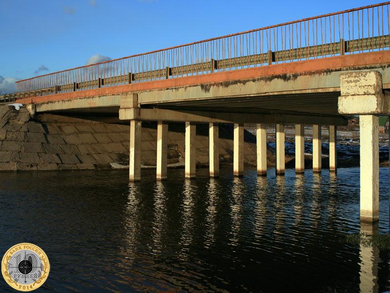 Пятницкое шоссе, мост над рекой Истрой в лучах закатного солнца