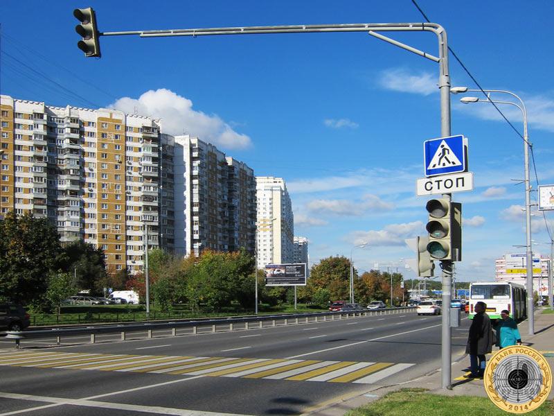 Митино, второй светофор на Пятницком шоссе. Вид с чётной стороны.