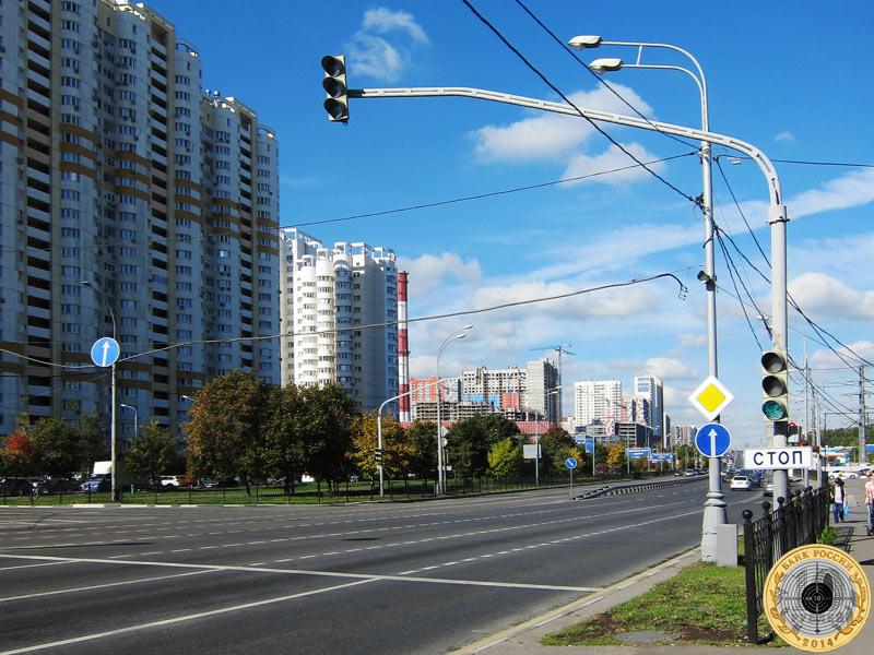 Митино, третий светофор на Пятницком шоссе. Вид с чётной стороны.