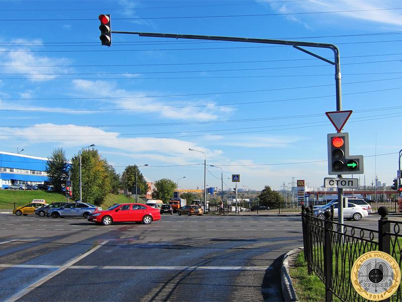 Митино, четвёртый светофор на Пятницком шоссе. Вид с нечётной стороны.