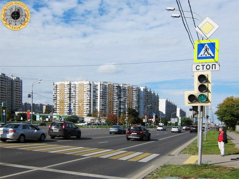 Митино, пятый светофор на Пятницком шоссе. Вид с чётной стороны.