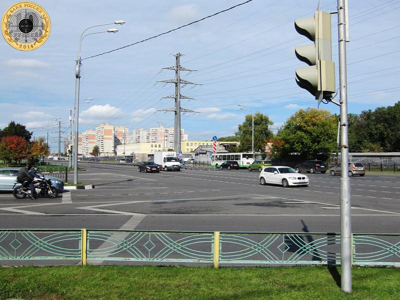 Митино, пятый светофор на Пятницком шоссе. Вид с нечётной стороны.