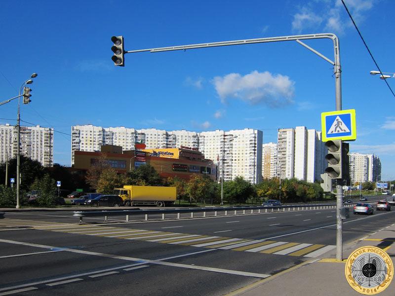 Митино, шестой светофор на Пятницком шоссе. Вид с чётной стороны.