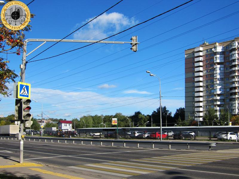 Митино, шестой светофор на Пятницком шоссе. Вид с нечётной стороны.