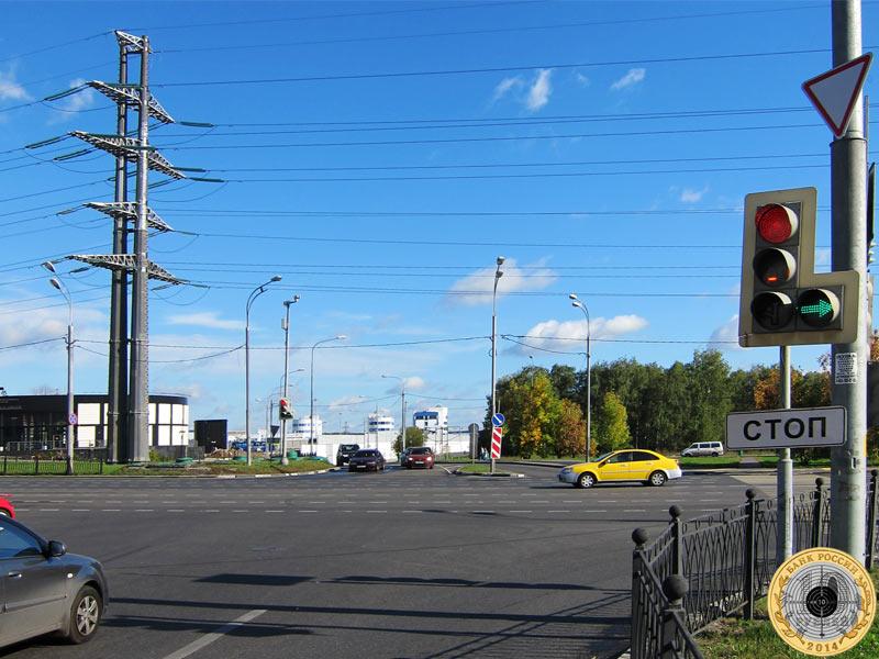 Митино, седьмой светофор на Пятницком шоссе. Вид с нечётной стороны.