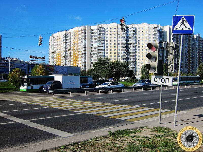 Митино, восьмой светофор на Пятницком шоссе. Вид с чётной стороны.