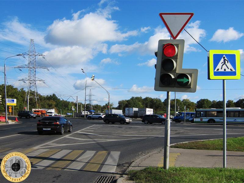 Митино, десятый светофор на Пятницком шоссе. Вид с нечётной стороны.