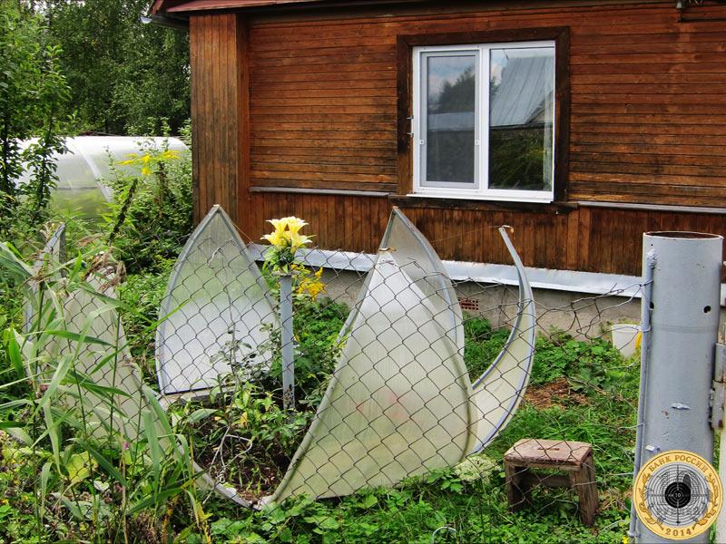 Стилизованный цветок лотоса на дачном участке