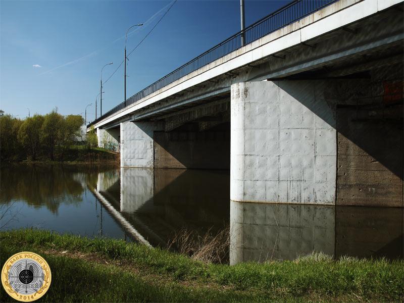 Волоколамское шоссе и мост над рекой Сходней в Москве